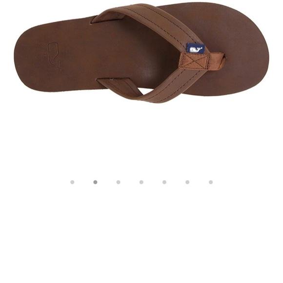 76da1dfe20b6f3 Vineyard Vines leather flip flops. M 5b930ad61070eeda56a7dceb